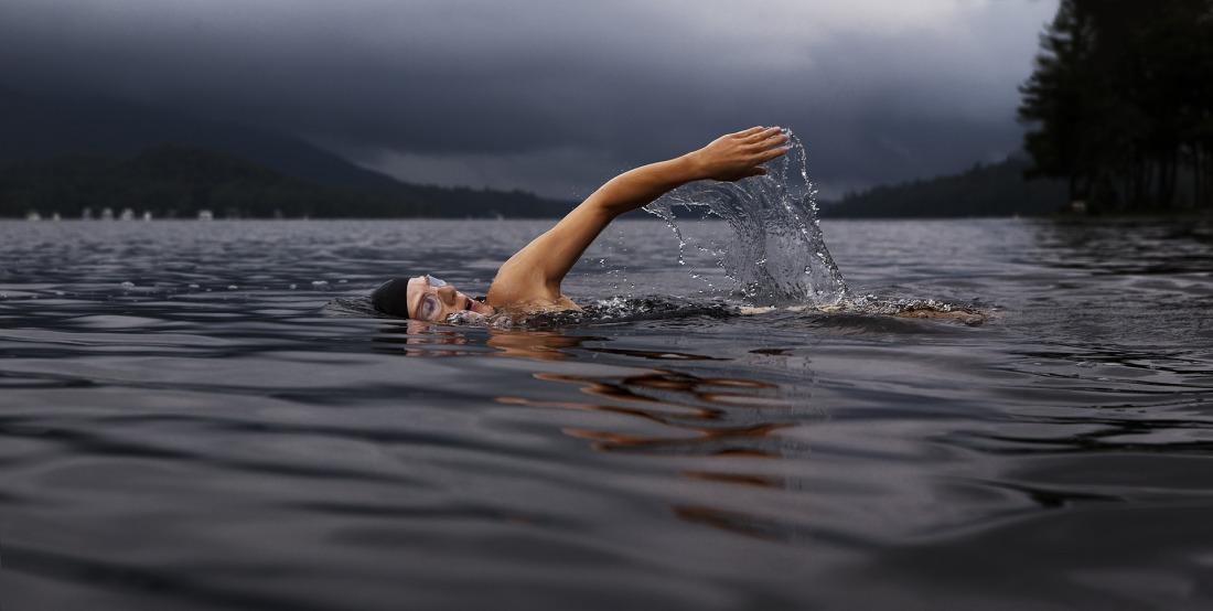swim-864383_1920